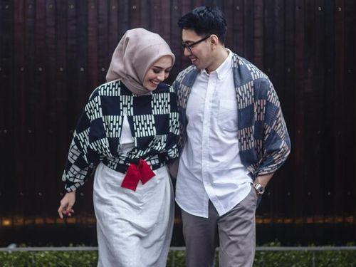5 Inspirasi Gaya Hijab Simpel untuk Foto Prewedding 3