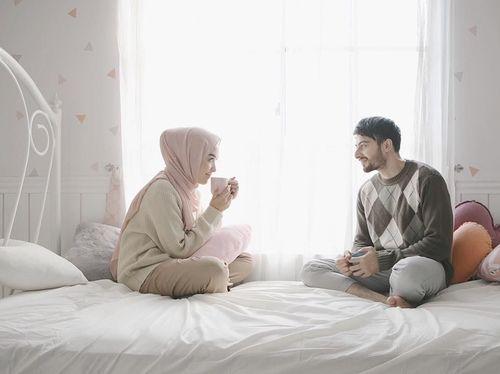 5 Inspirasi Gaya Hijab Simpel untuk Foto Prewedding 6