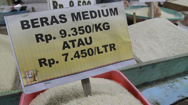 Pemerintah optimis harga beras pada bulan depan bisa kembali ke Harga Eceran Tertinggi, seiring panen raya yang mencapai puncak pada bulan ini.