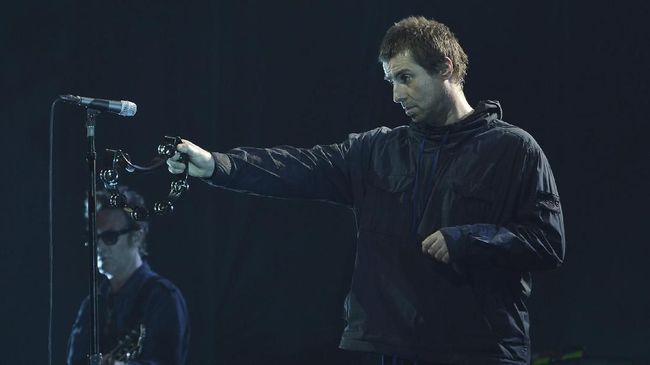 Penyanyi Liam Gallagher kembali tersandung masalah. Ia tertangkap kamera dengan gestur tubuh mencekik leher kekasihnya.