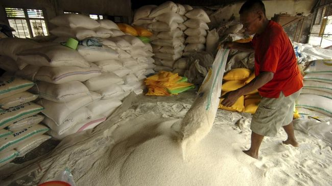 Harga beras telah menyentuh level tertingginya. Hal ini bertolak belakang dengan keinginan pemerintah yang meminta harga beras normal sebelum bulan ramadan.