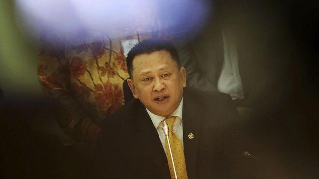 Netizen melontarkan komentar nyinyir atas pantun Bamsoet saat membacakan pidato pembukaan pelantikan presiden dan wakil presiden di gedung DPR.