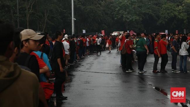 Stadion Utama Gelora Bung Karno (SUGBK) menyihir puluhan ribu suporter ketika menjadi venue pertandingan Timnas Indonesia vs Islandia, Minggu (14/1).