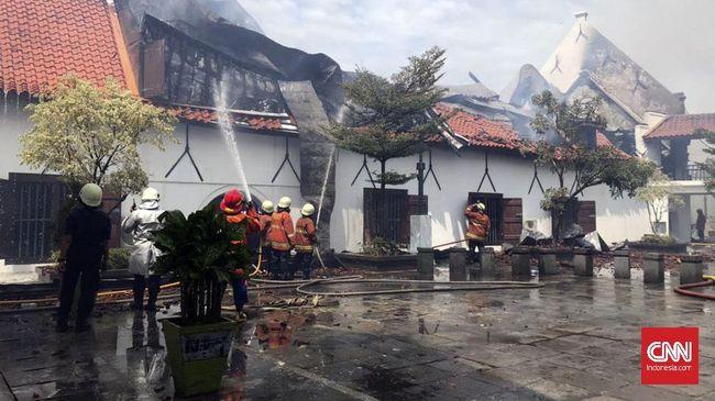 Gubernur DKI Jakarta Anies Baswedan yang meninjau langsung penanganan kebakaran di Museum Bahari menjelaskan kronologi insiden yang dilaporkan kepadanya.
