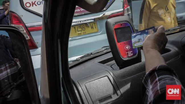 Pemilik angkutan umum membeberkan tarif yang ditentukan pemprov DKI dalam program OK OTrip terlalu rendah dan bisa menurunkan pendapatan supir.