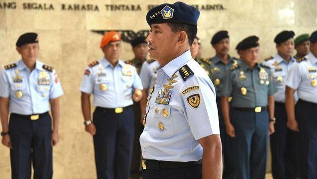 Di tengah pandemi Corona, TNI AU menggelar upacara sederhana HUT ke-74 sambil mengungkap prestasi zero accident dalam 3 tahun terakhir.