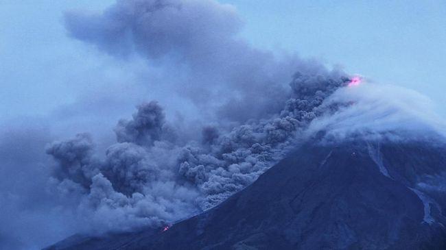 Salah satu gunung berapi paling aktif di Papua Nugini, Gunung Api Manam meletus. Sebelum erupsi terjadi rangkaian gempa bumi.
