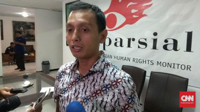 Ketua Badan Pengurus Centra Initiative Al Araf mengatakan UU No. 34 tahun 2004 menghendaki Panglima TNI digilir antarmatra.