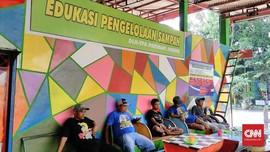 Tumpukan Sampah di TPA Pakusari Jember Jadi Objek 'Wisata'