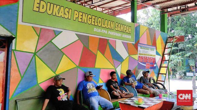Tempat Pembuangan Akhir biasanya sering menjadi biang masalah lingkungan, tapi TPA Pakusari di Jember menjadi tempat wisata sampah dan edukasi.