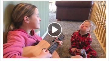 Cerita Kakak Menghibur Adiknya yang Down Syndrome