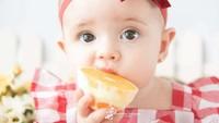 <p>Khusyuk banget yang lagi makan jeruk. Enak banget nih kayaknya. (Foto: Instagram/ @rafaelasalvaiafotografia)</p>