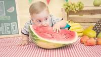 <p>Waduh, semangka segede itu bakal habis nggak tuh? He-he-he. (Foto: Instagram/ @bubuh_nunes)</p>