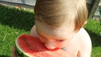 <p>Biar semangkanya besar, aku tetap semangat makan buah, Bun. (Foto: Instagram/ @thekidsareplaying)</p>