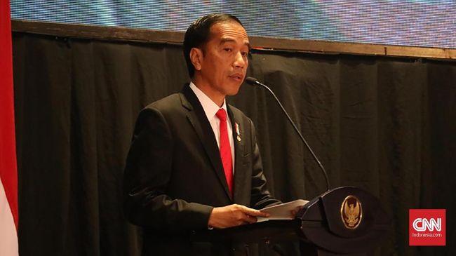 Jokowi bertukar peran dengan seorang wartawan pada acara HPN. Saat memerankan wartawan, Jokowi bertanya tentang media yang menyebalkan.