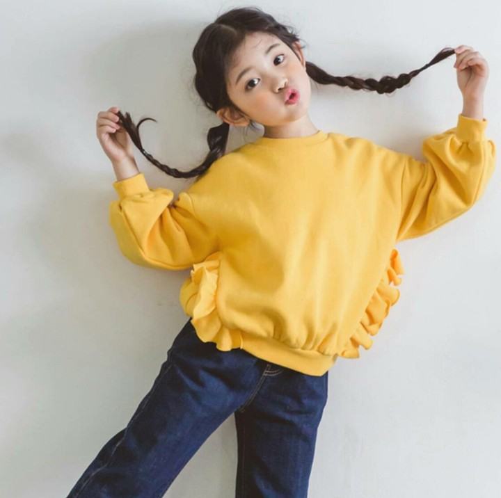 Gimana gaya gadis kecil ini, Bun? Lucu ya. Adalah Misa, Bun, make up artis dan pengarah gaya asal Jepang, khusus untuk anak-anak. (Foto: Instagram @kim_misa)