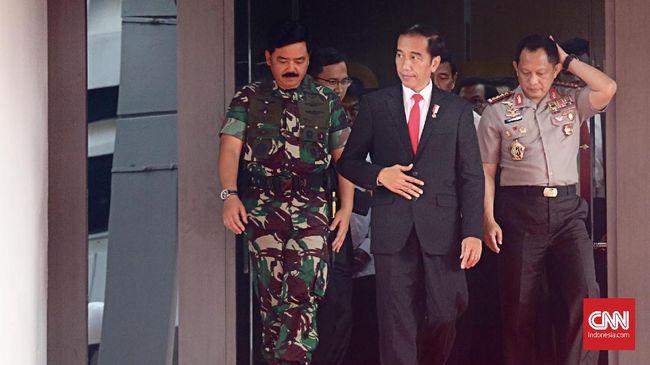 Prajurit TNI/Polri dianggap memiliki tugas mencegah hoaks dan menyeimbangkan informasi yang salah di masyarakat guna meminimalisasi ancaman keamanan.