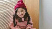 Senyumnya menggemaskan sekali. (Foto: Instagram @kim_misa)