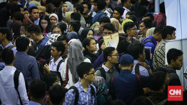 Pengangguran muda Indonesia, menurut data CORE, menyentuh 20 persen. Jauh di atas negara tetangga, seperti Thailand dan Filipina di bawah 15 persen.