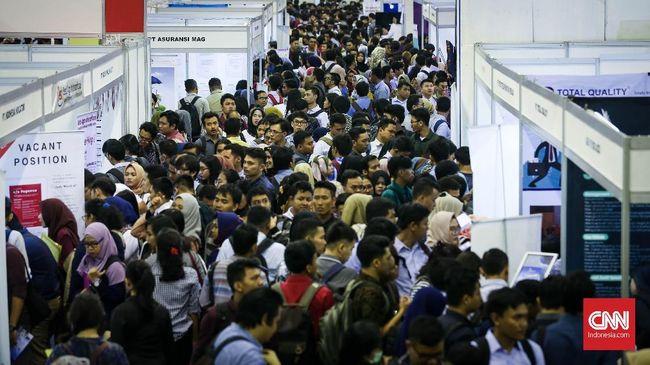 Ekonom Senior CORE Indonesia Hendri Saparini menyebut 2,9 juta pengangguran baru dampak pandemi covid-19 jadi penyebab mandeknya daya beli.