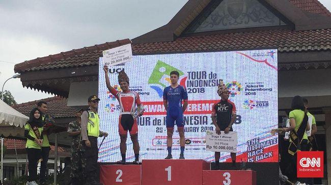 Pebalap asal Swiss Page Dylan yang membela tim Sapura Cycling asal Malaysia tampil sebagai juara di etape pertama Tour de Indonesia 2018, Kamis (25/1).