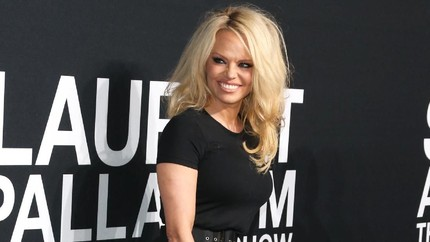 Pamela Anderson WAG's Tertua di Timnas Prancis