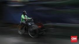 Becak Hendak Masuk Tol Surabaya-Gresik, Petugas Beri Edukasi