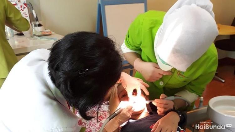 Beredar kabar di Facebook, ada anak yang giginya rusak kemudian mengalami peradangan di pembuluh darah.