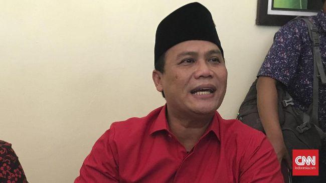 Timses Joko Widodo-Ma'ruf Amin belum berencana melaporkan kasus poster 'Raja Jokowi' di Jawa Tengah ke kepolisian dan menyerakannya ke Tim Kampanye Daerah.