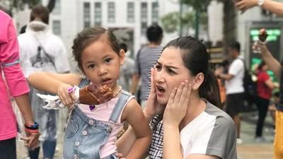 Cerita Mona Ratuliu Soal Aturan Pemakaian Gadget Anak-anaknya