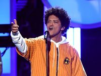 Cardi B Batal, Siapa Pengganti Tamu Istimewa Konser Bruno Mars?