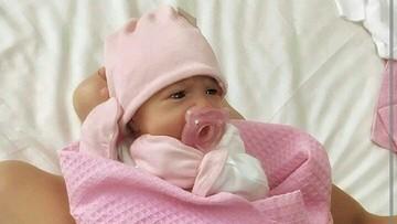 Aksi Para Bayi Bersama Empeng Kesayangannya