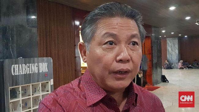 Politikus PDIP Hendrawan Supratikno menilai pertemuan Ma'ruf Amin dan Rizieq Shihab tak perlu karena Rizieq masih mempunya sejumlah persoalan hukum.