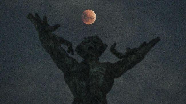 Super blood wolf moon (supermoon dan gerhana bulan total) diklaim berpengaruh pada peruntungan zodiak Anda.