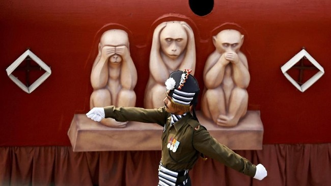 Dalam foto-foto unik pilihan CNNIndonesia.com pekan ini, ada perayaan Hari Republik di India dan mereka yang mengejar sensasi berenang di air es Rusia.