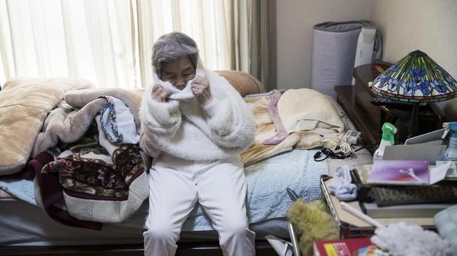 Bagi Kimiko Nishimoto, usianya yang menginjak 90 tahun bukan halangan menjadi selebriti di Instagram alias selebgram di Jepang, meski bermodal foto konyol.