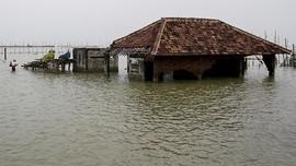 Banjir Rob di Pekalongan Belum Surut, Ratusan Warga Mengungsi