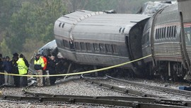 FOTO: Sisa-sisa Tabrakan Kereta Amtrak