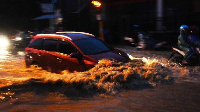 Membeli mobil bekas kebanjiran yang tak pernah dirawat adalah kerugian.