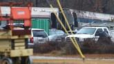 Kereta penumpang Amtrak yang pindah jalur rel menabrak kereta barang yang sedang parkir di South Carolina. Berikut foto-foto dari lokasi kejadian.