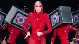 Katy Perry 'Todong' Lionel Richie Nyanyi saat Hajatan
