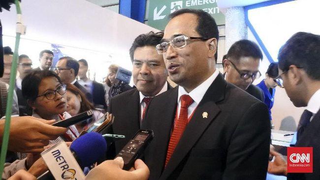 Menhub Budi Karya Sumadi mengatakan pemerintah akan mengundang swasta untuk mengelola Bandara Kualanamu, Sam Ratulangi dan Singkawang.