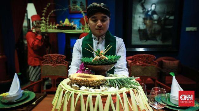 Santapan ala raja-raja di zaman kerajaan Majapahit lengkap dengan parade megahnya bisa dinikmati di restoran Lara Djonggrang.