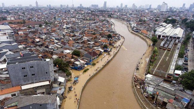 Wakil Ketua DPRD DKI Mohamad Taufik mengkritik pernyataan dari Menteri PUPR yang menagih janji konsep naturalisasi sungai kepada Pemprov DKI Jakarta.