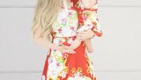 <p>Bunda tertarik juga pakai kostum kembaran gini sama si kecil? (Foto: Instagram/jemartins22)</p>