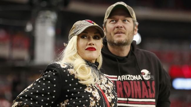 Meski sudah saling cinta, Gwen Stefani dan Blake Shelton tak bisa langsung menikah karena keyakinan yang berbeda dan ada aturan gereja yang mesti ditaati.