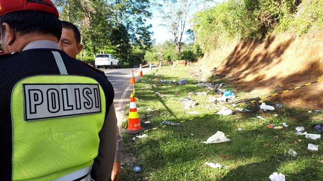 Sejumlah kecelakaan maut pernah terjadi di Tanjakan Emen. Terakhir 27 orang tewas saat sebuah bus terguling. Rem blong ditengarai kerap jadi penyebab.