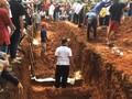 VIDEO: Sebanyak 26 Korban Kecelakaan Subang Dimakamkan Massal