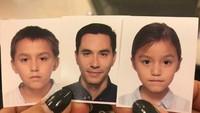 <p>Ada yang ketinggalan satu nih foto anaknya. Siapa ya yang ketinggalan?(Instagram/darius_sinathrya)</p>