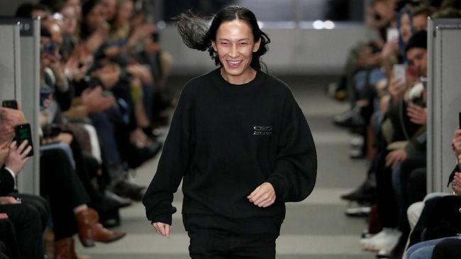 Desainer asal AS, Alexander Wang, mengaku menyesal atas pelecehan seksual yang dilakukannya terhadap sejumlah model.